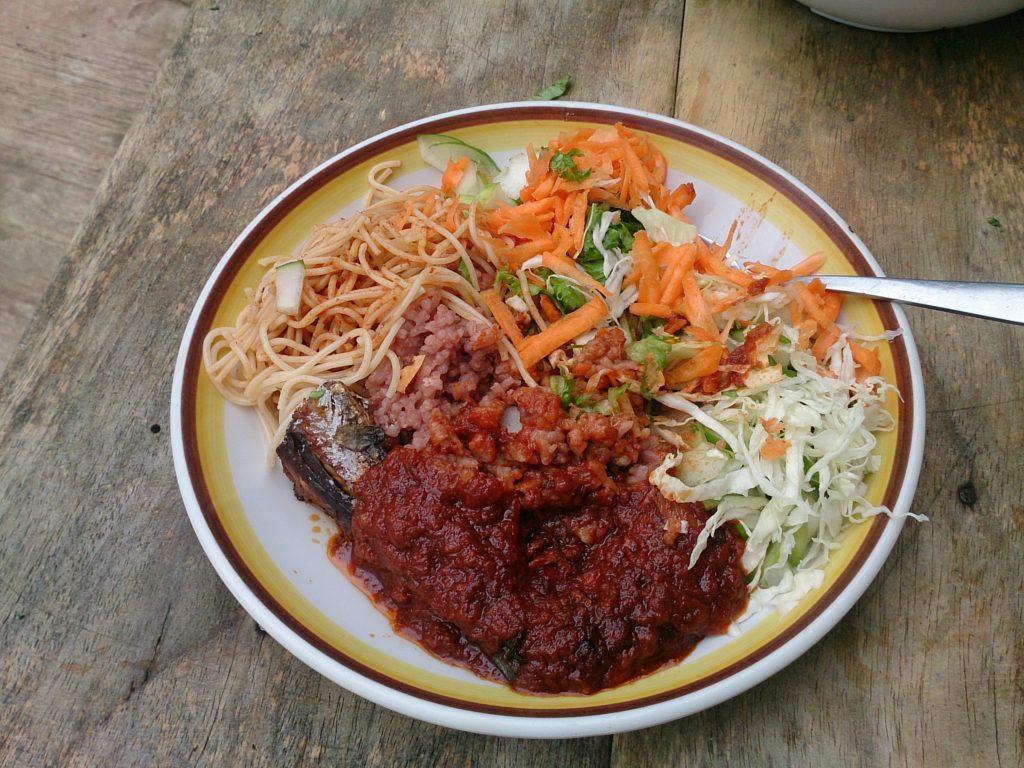 ガーナ版お赤飯!野菜もたっぷり!バランスのいいワチェ