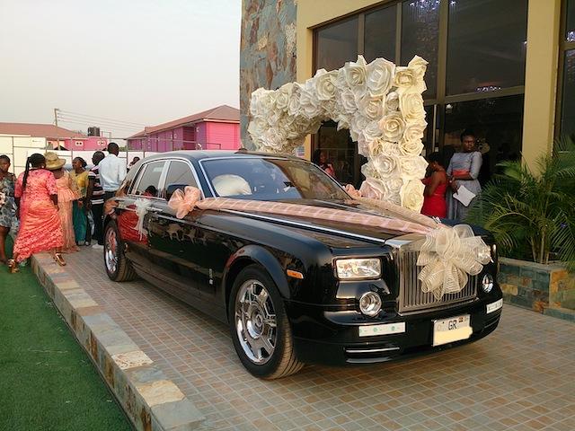 ガーナのお金持ちの結婚祝い!結婚する娘に高級車!