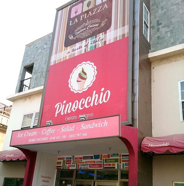 ガーナのアイスクリーム屋さんPinocchio